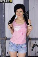 Красивые эротические фото с юной девкой Arian