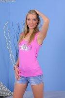 Горячие секс фотокарточки от сайта Brutalinvasion с юной шлюхой Lucie