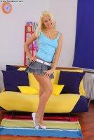 Бесплатные порно фотографии с юной шлюхой Jocelyn