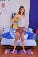 Красивые порно фото от сайта AssTeenMouth с молоденькой шлюхой Lela