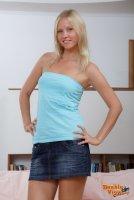 Бесплатные эротические фотокарточки от студии DoubleViewCasting с молоденькой студенткой Haily(14.07.11)